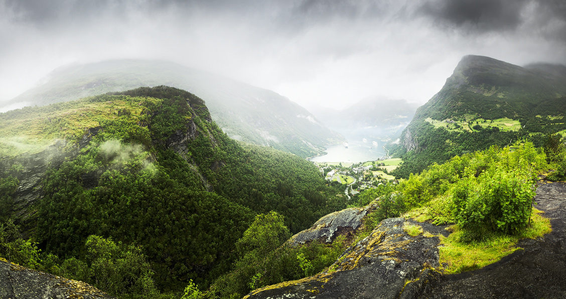 View on Geiranger from Flydalsjevet