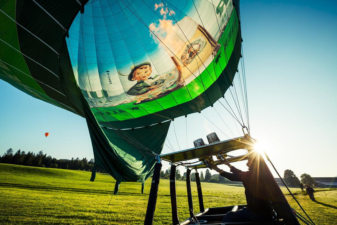 Kurz nach Sonnenaufgang fliegen die ersten Ballons