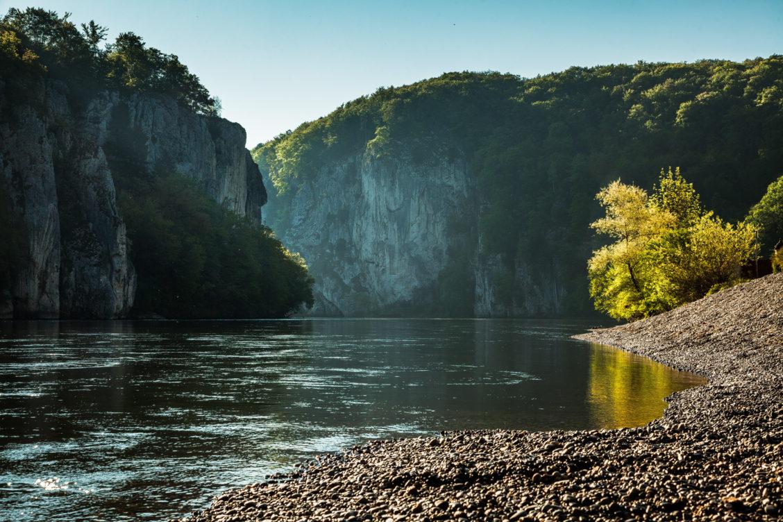 Donau fließt an Kloster Weltenburg vorbei