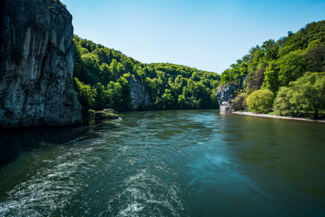 Ausblick vom Schiff auf die Donau